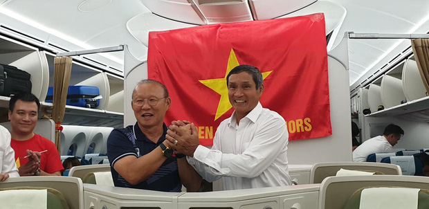 Mối thâm tình đặc biệt của hai thuyền trưởng cùng đem vinh quang về cho bóng đá Việt - Ảnh 2.
