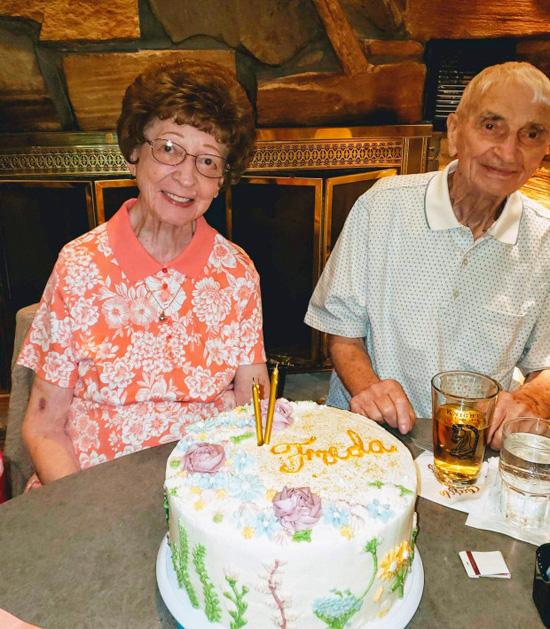 Cặp vợ chồng chung sống 70 năm, chết cách nhau vài phút - Ảnh 1.