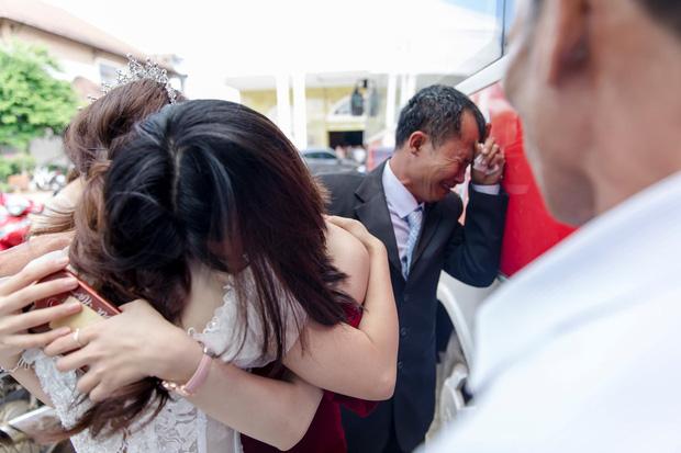 Con gái lấy chồng cách nhà 10km, cha vẫn nước mắt tuôn rơi ầm ầm - Ảnh 2.