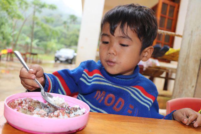 Xót xa bữa cơm với muối của học sinh vùng cao - Ảnh 6.