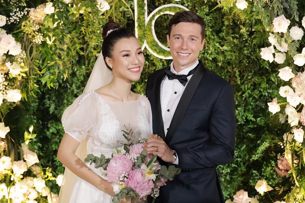 Hành động quan tâm bà xã cực đáng yêu của Trường Giang trong lễ cưới của Hoàng Oanh chiếm trọn cảm tình của cư dân mạng - Ảnh 6.