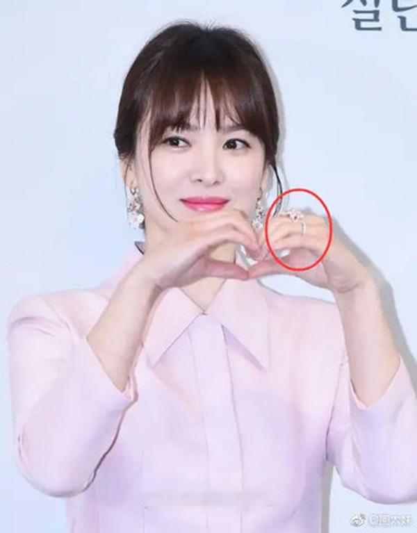 Song Hye Kyo bị đồn tái hôn với chồng cũ Song Joong Ki nhờ chi tiết này - Ảnh 1.