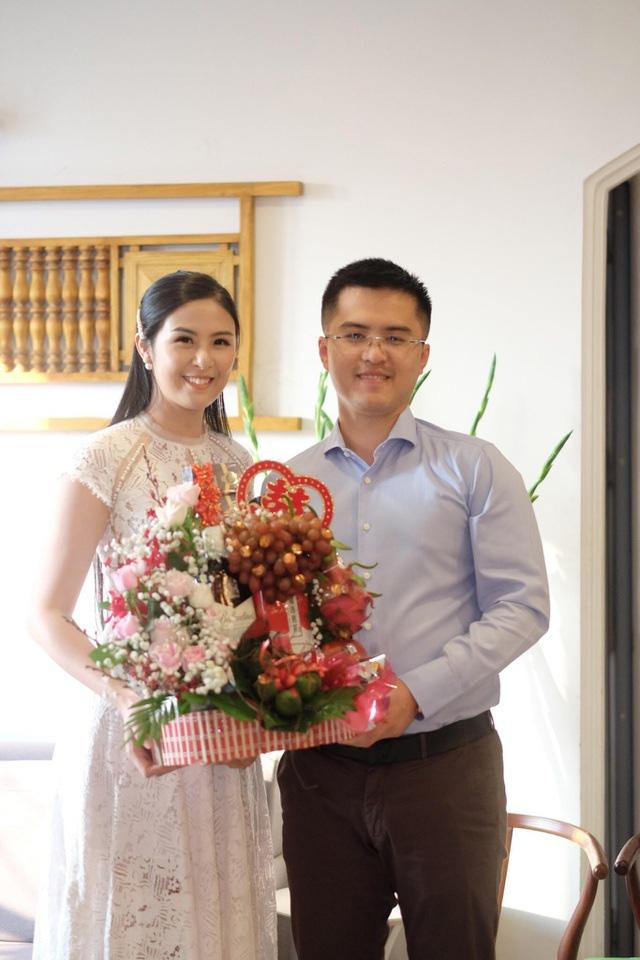 Chồng chưa cưới công khai đăng ảnh đón Giáng sinh cùng Hoa hậu Ngọc Hân - Ảnh 2.