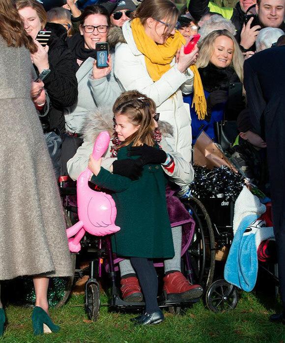 Kate hối hận vì khoác áo dày trong Giáng sinh - Ảnh 2.