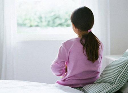 Chuyện khó tin nhưng có thật: Con gái mới 4 tuổi đã bị viêm phụ khoa - Ảnh 1.