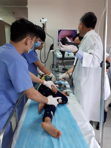 Trẻ dễ viêm loét, tiến triển thành ung thư vì các thói quen hàng triệu gia đình Việt mắc - Ảnh 2.