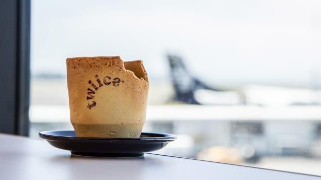 Ly cà phê ăn được có mặt trên chuyến bay của New Zealand - Ảnh 1.