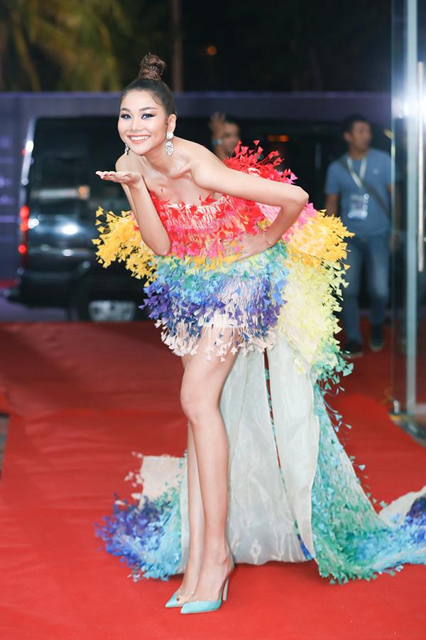 Dàn sao đổ bộ thảm đỏ Hoa hậu Hoàn vũ Việt Nam 2019, Thanh Hằng gây ấn tượng đặc biệt - Ảnh 2.