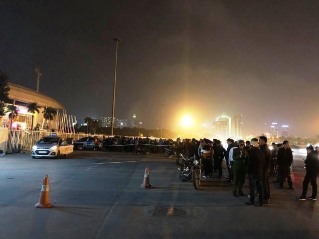 Hiện trường vụ tài xế taxi bị sát hại tại khu vực sân vận động Mỹ Đình. Ảnh: Nhật Tân