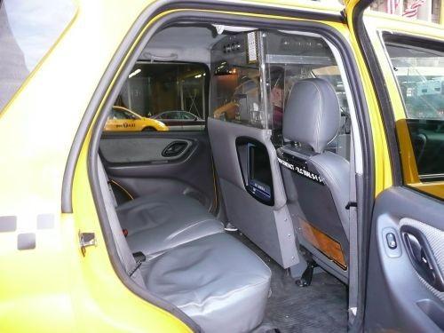 Khu vực buồng lái dành cho tài xế taxi sẽ bị ngăn cách bằng khoang bảo vệ.