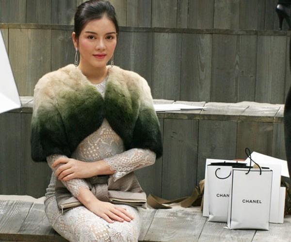 Lý Nhã Kỳ cũng như nhiều mỹ nhân Việt khác, cô là tín đồ của nhãn hàng thời trang Chanel.