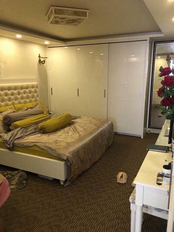 Phòng ngủ sử dụng chủ yếu tông màu trắng tạo nên sự nhẹ nhàng