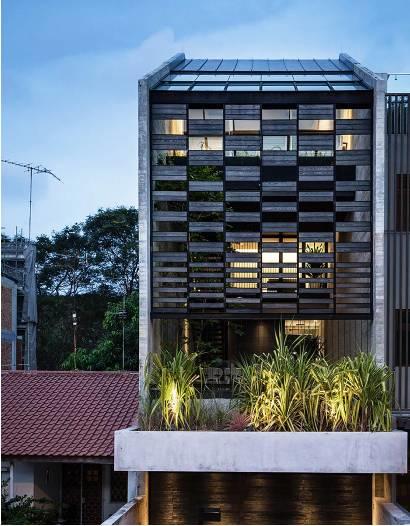 Ngôi nhà phố với thiết kế đặc biệt mang lại cảm giác thoải mái, trong lành khi sống ở đây.