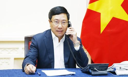 Phó thủ tướng, Bộ trưởng Ngoại giao Phạm Bình Minh điện đàm với Ngoại trưởng Malaysia hôm nay. Ảnh: Bộ Ngoại giao.