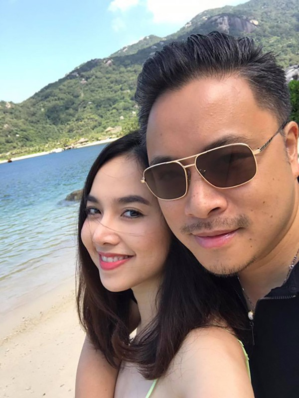 Nhân kỷ niệm một năm ngày cưới, Đinh Ngọc Diệp cùng chồng đi du lịch tại một resort 5 sao và gửi đến anh những lời có cánh: Một năm nhanh thiệt. Cảm ơn người bạn đời làm cuộc sống em ý nghĩa nhiều hơn.