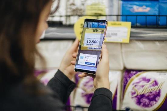 Công nghệ Scan & Go giúp chị em mua sắm khỏi phải xách nặng