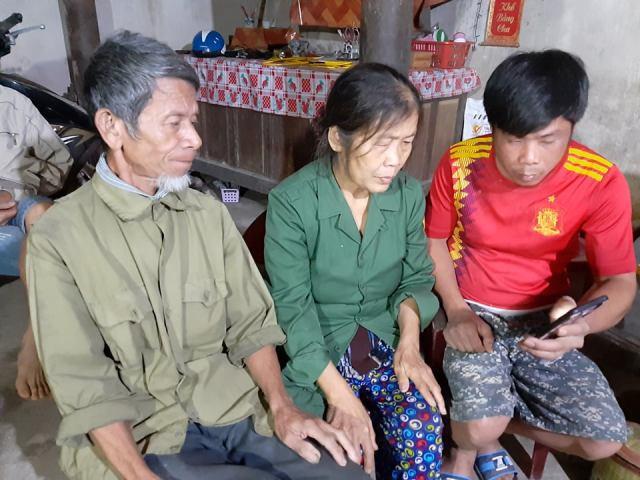 Vợ chông ông Thìn nhận ra thi thể con dâu từ ảnh tại hiện trường qua điện thoại của con trai trưởng Lê Đình Vương.
