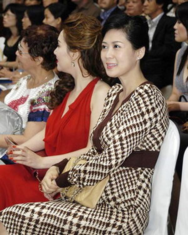 Diễm Hương trong một lần về nước vào năm 2007.