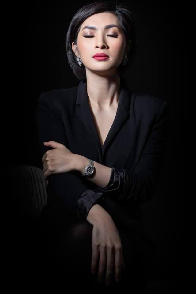 Lần trở về này, Hồng Nhung không giấu được lo lắng vì scandal trong quá khứ dù đã qua rất lâu, những nó vẫn hằn lên cô những ký ức khó có thể phai nhòa.
