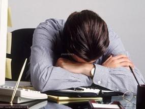Có nhiều dấu hiệu cảnh báo bị mệt mỏi, căng thẳng vì làm việc quá sức. Ảnh minh họa.