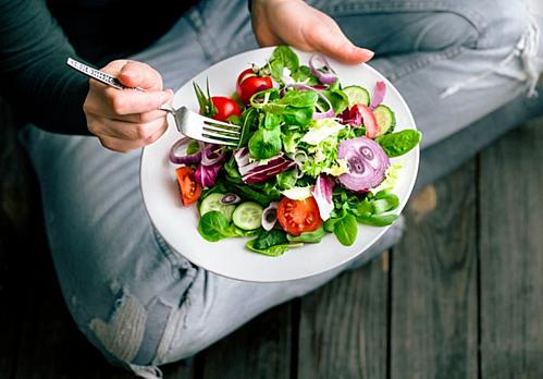 Ăn nhiều rau quả tươi có lợi cho người bệnh tiểu đường. Ảnh: Sihat.