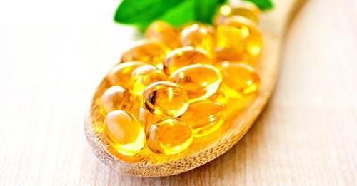 Vitamin E có công dụng dưỡng da trắng hồng rạng rỡ.