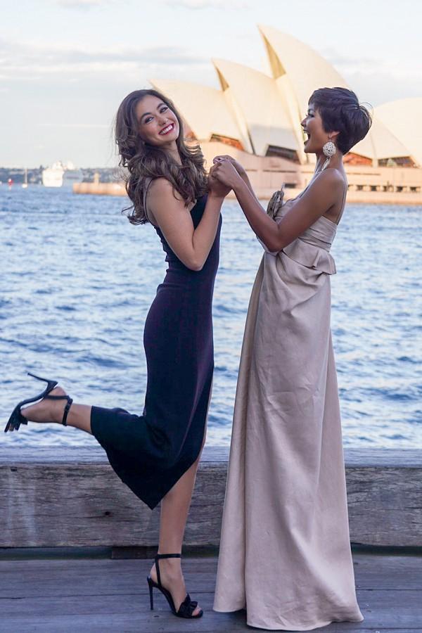 Tại Miss Universe, ở một lần giao lưu trực tiếp với khán giả, Francesca Hung cùng hai người đẹp Mỹ, Colombia được hỏi ý kiến về HHen Niê. Ngay lập tức, Hoa hậu Mỹ - Sarah Rose Summer cho biết: HHen giả vờ như biết tiếng Anh. Nếu nhận được một câu hỏi, cô ấy tỏ ra ngơ ngác cùng một nụ cười lớn. Hoa hậu Australia và Colombia không chia sẻ nhiều nhưng bày tỏ sự đồng tình với Sarah.