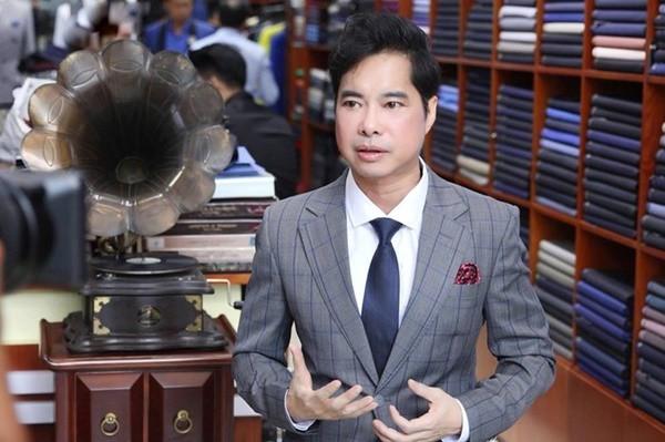 Ngọc Sơn bước vào con đường ca hát chuyên nghiệp từ năm 1989. Đến nay, sau 30 năm ca hát, Ngọc Sơn là ca sĩ gạo cội được biết đến không chỉ bởi kiến thức âm nhạc, đời tư đầy rẫy thị phi mà còn bởi khối tài sản vài trăm tỷ của mình.