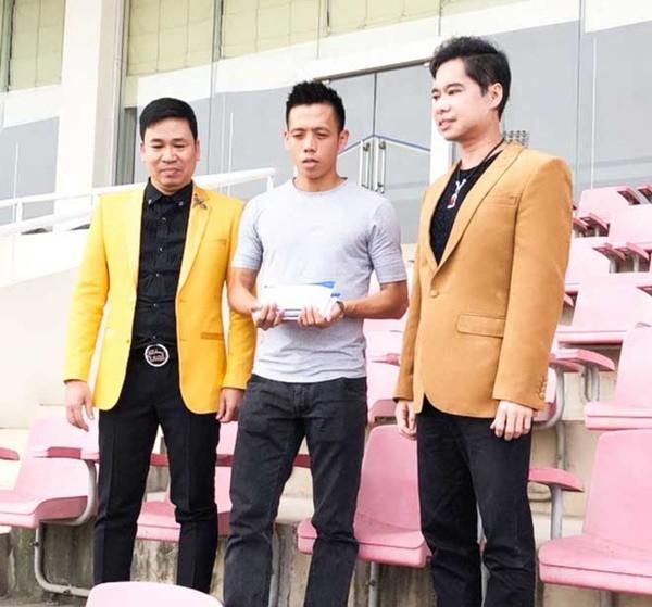 Ngọc Sơn cũng nổi tiếng hào phóng. Năm 2018, anh thông báo thưởng nóng 250 triệu đồng cho đội tuyển U23 vì đá quá hay.