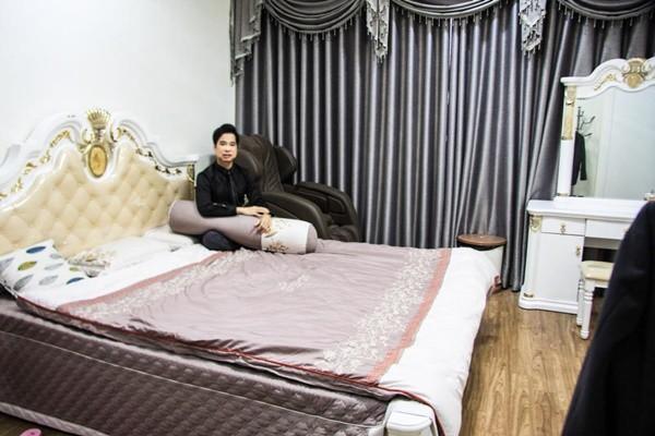 Căn nhà rộng 100m2, có thiết kế hiện đại, không gian sáng sủa và nội thất sang trọng. Tuy nhiên, Ngọc Sơn từ chối tiết lộ giá vì với anh, căn nhà này là vô giá.