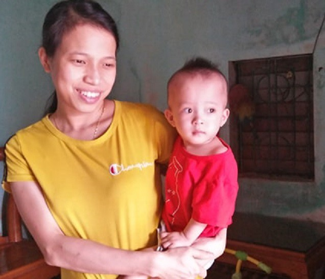 Bé Bảo Loan và mẹ.