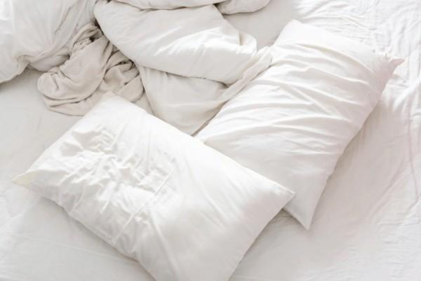 Các chuyên gia đều khuyên bạn nên thay ga trải giường sau mỗi lần quan hệ tình dục.