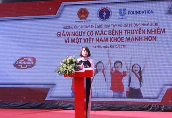 Cục trưởng Cục Quản lý môi trường y tế Nguyễn Thị Liên Hương kêu gọi đẩy mạnh truyền thông dưới nhiều hình thức, nhằm nâng cao nhận thức của người dân về tầm quan trọng, lợi ích của việc rửa tay với xà phòng trong phòng chống dịch bệnh.