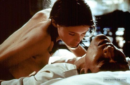 Dù được coi như phim cấp 3 nhưng những cảnh quay trong Người tình đều mang tính nghệ thuật và trở thành bộ phim kinh điển của thể loại này