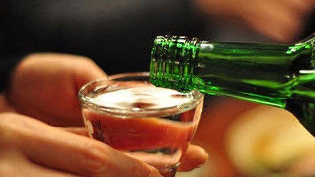Uống rượu có trộn viagra, một người đàn ông phải cầu cứu bác sĩ nam khoa vì cương dương 24 giờ