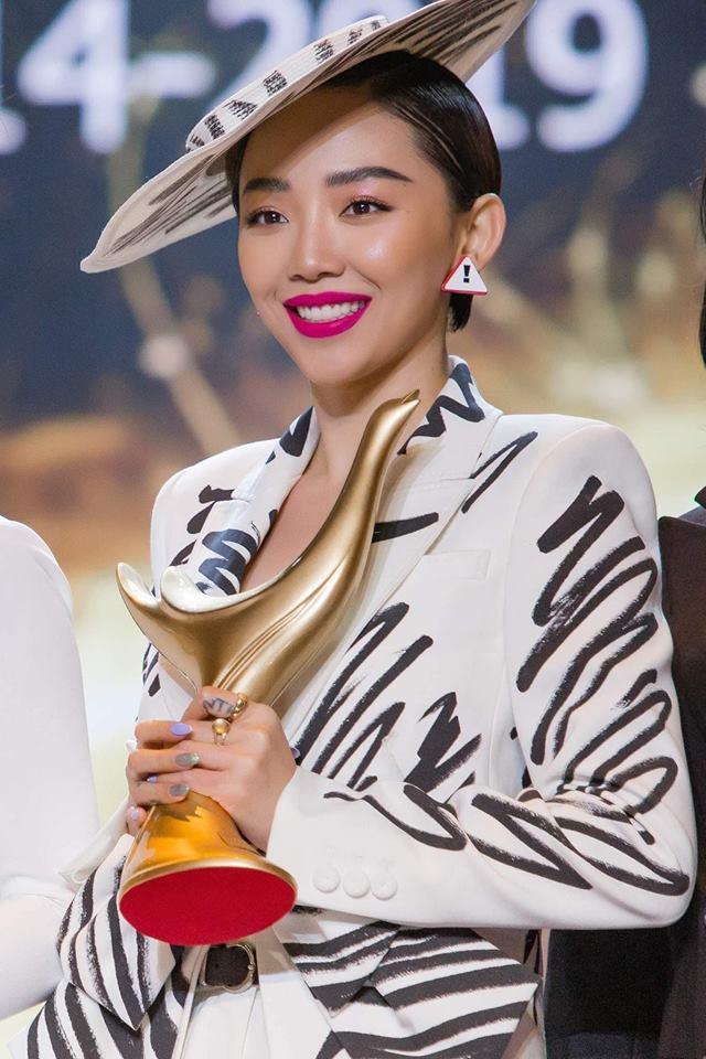 """Tóc Tiên xuất sắc vượt qua nhiều đề cử """"nặng ký"""" để chiến thắng hạng mục Bài hát của năm tại giải Cống Hiến 2019."""