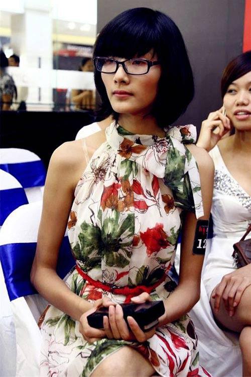 Ở thời điểm thi Vietnams Next Top Model, Hoàng Thùy là một cô gái quê thuần chất, không am hiểu chút nào về catwalk và thời trang, thậm chí đứng không vững trên đôi giày cao gót.