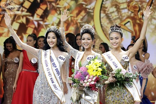 Trong đêm chung kết, người đẹp xứ Thanh đã gặt hái được thành công với giải thưởng Á hậu 1. Vị trí này vừa vặn dành cho Hoàng Thùy.