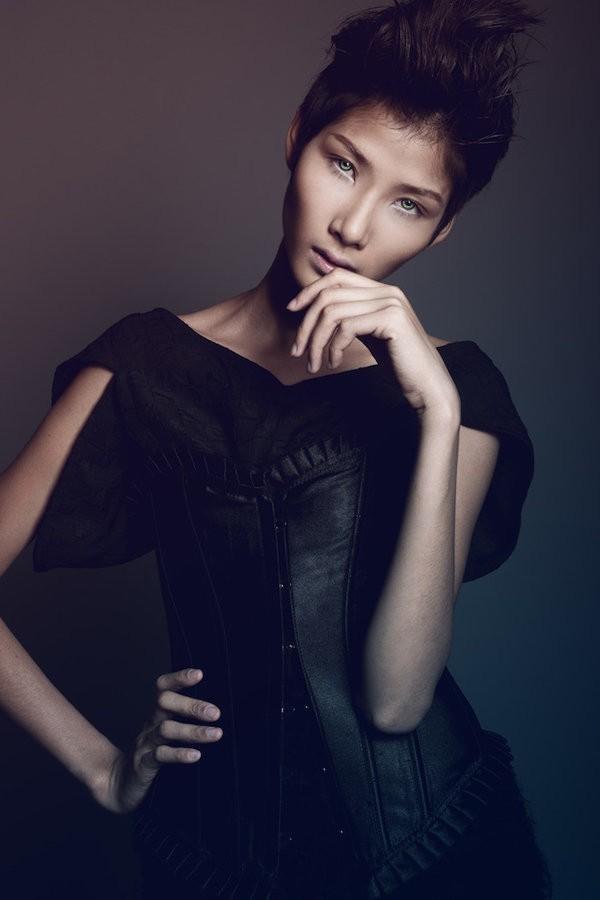 Vẻ đẹp cá tính, góc cạnh ấn tượng mà hiếm người mẫu high fashion tại Việt Nam có được.