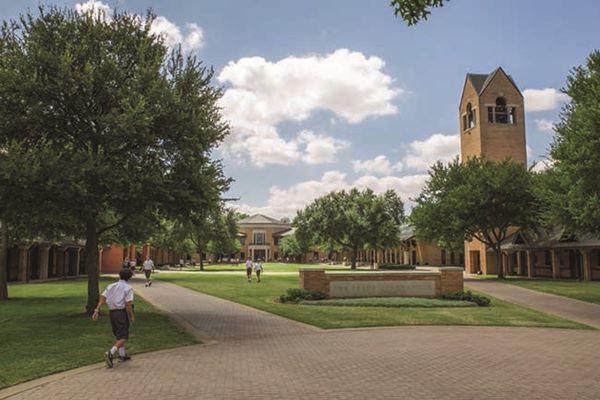 Trường trung học Công giáo O HóaGorman, Nam Dakota: Sau khi xây dựng một Trung tâm biểu diễn nghệ thuật 1000 chỗ ngồi hiện đại, trường trung học Công giáo O giápGorman đã trở thành một giấc mơ của học sinh.