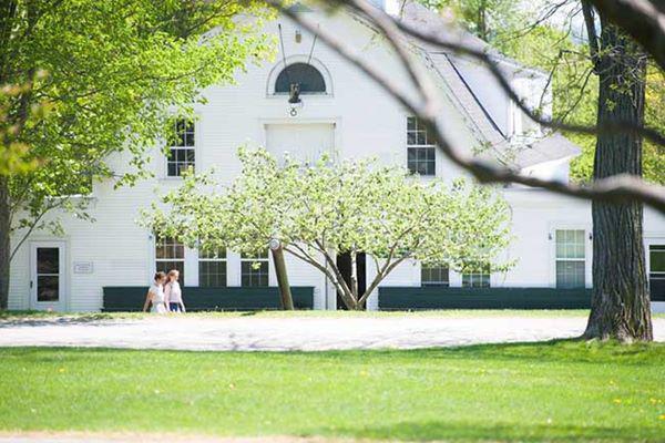 Trường St. Mark Cảnh của Texas, Texas: Nhà nguyện thánh Mark Mark là tòa nhà dễ nhận biết nhất trong khuôn viên trường với tháp chuông cao cả.