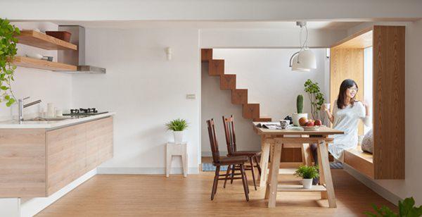Thiết kế mở không vách ngăn khiến căn nhà ống trở nên rộng rãi hơn.