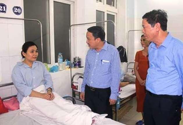 Lãnh đạo Sở Y tế Nghệ An thăm hỏi, động viên nữ điều dưỡng bị hành hung.