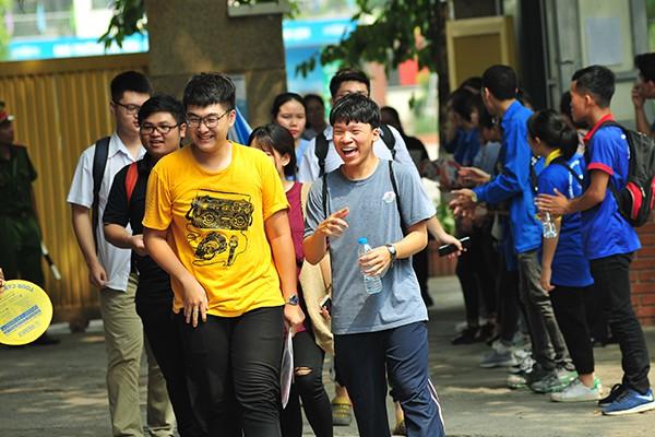 Những gương mặt rạng rỡ sau môn thi đầu tiên của kỳ thi tốt nghiệp THPT Quốc gia 2019 - Ảnh 1.