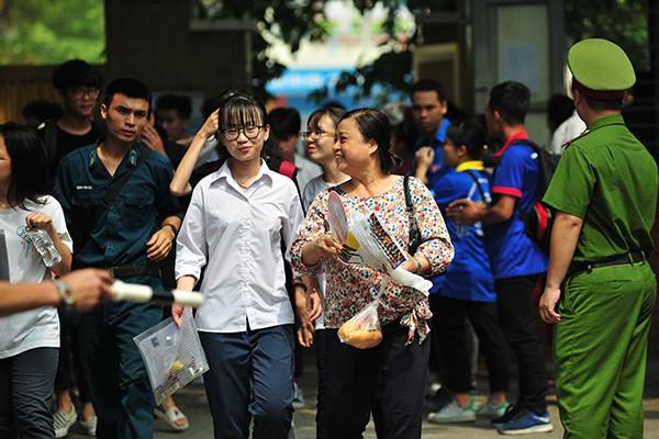 Những gương mặt rạng rỡ sau môn thi đầu tiên của kỳ thi tốt nghiệp THPT Quốc gia 2019 - Ảnh 8.