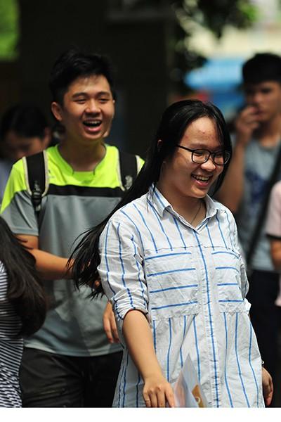Những gương mặt rạng rỡ sau môn thi đầu tiên của kỳ thi tốt nghiệp THPT Quốc gia 2019 - Ảnh 5.