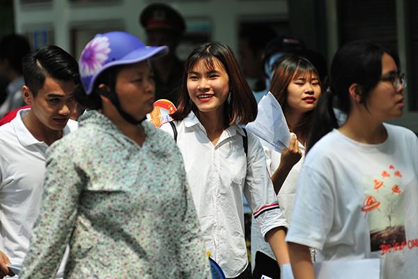 Những gương mặt rạng rỡ sau môn thi đầu tiên của kỳ thi tốt nghiệp THPT Quốc gia 2019 - Ảnh 2.