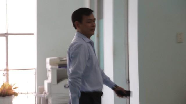 Xử vụ Nguyễn Hữu Linh nựng bé gái trong thang máy: Tòa quyết định trả hồ sơ - Ảnh 5.