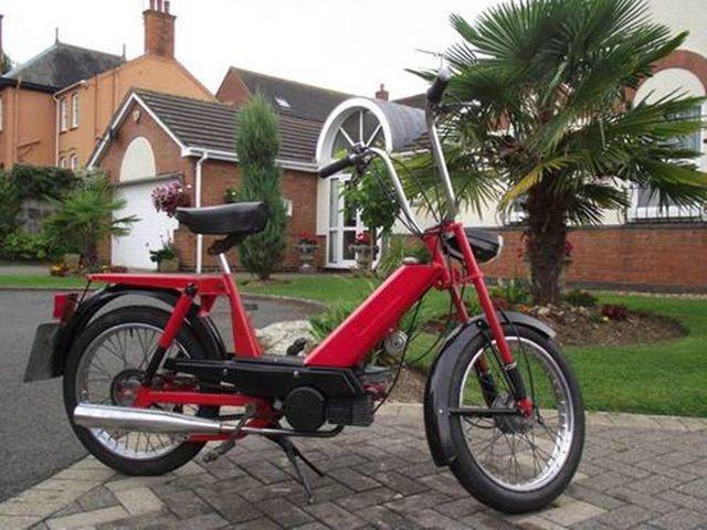 Loại xe có bánh 23 inch đại diện cho thế hệ xe đạp hoàn toàn mới do Povazske Strojarne sản xuất, sau đó họ ngừng hợp tác với Jawa và không muốn dùng tên Manet nữa.
