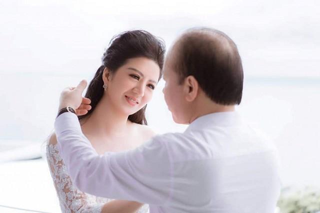 Ca sĩ Đinh Hiền Anh và chồng- Thứ trưởng Bộ Tài chính Huỳnh Quang Hải